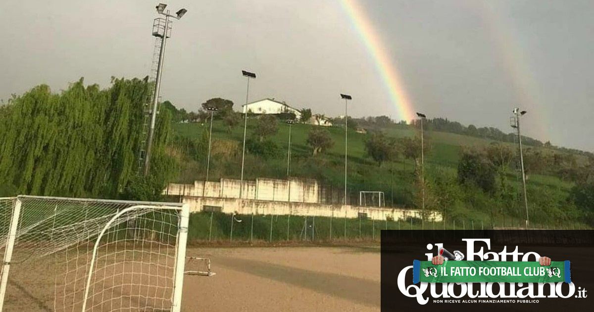 Domeniche bestiali – Gol, linee storte e arrosticini: il pallone ruspante di Abruzzo Calcio Ingnorante