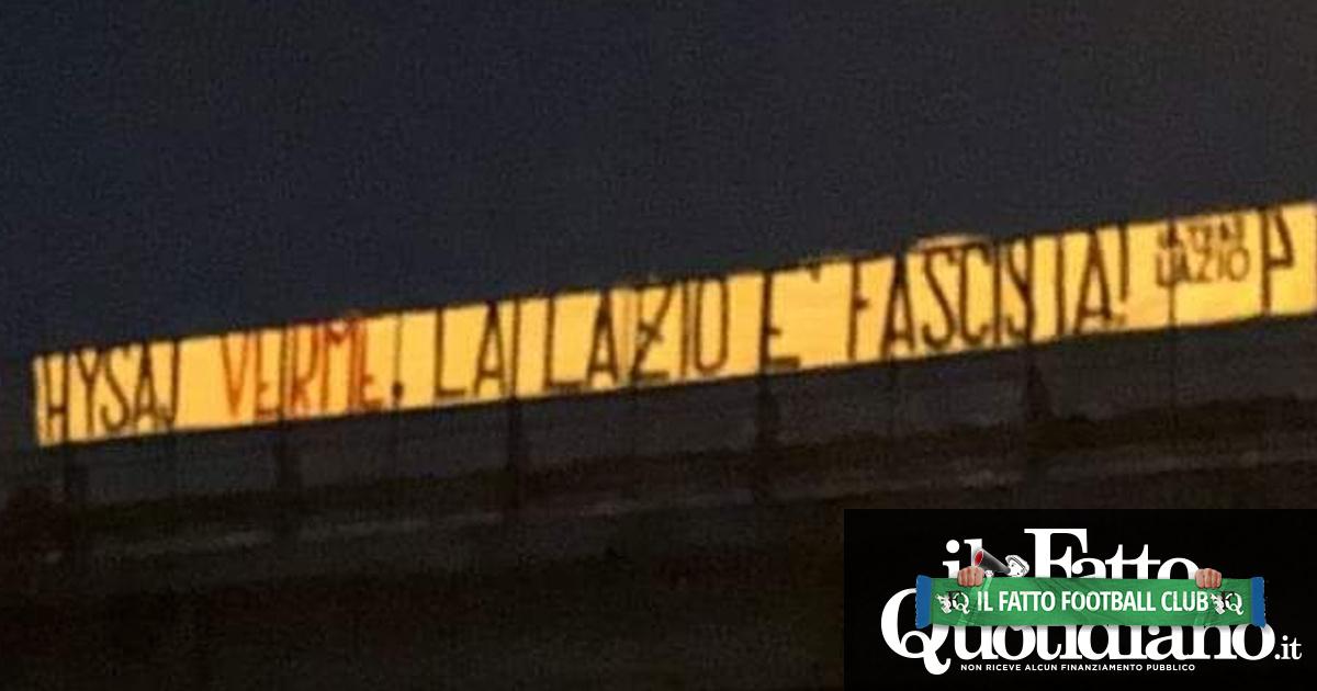 """Lazio, lo striscione contro Hysaj: """"Verme, la Lazio è fascista"""". Ma la dirigenza lo difende: """"Mantenere clima di serenità"""""""