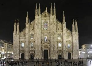 Il Duomo di Milano illuminato per la notte