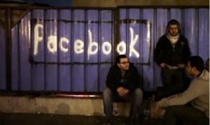Un graffito in onore di Facebook durante la rivolta egiziana