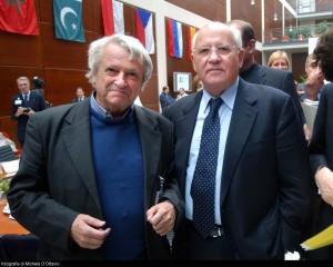Lo scrittore bosniaco Predrag Matvejevic con Mikhail Gorbaciov
