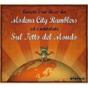 """La copertina dell'album """"Sul tetto del mondo"""" dei Modena City Ramblers"""