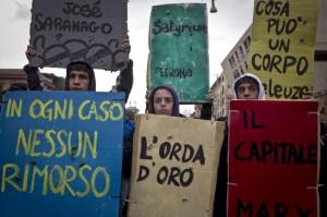 I Book bloc durante la manifestazione degli studenti contro il decreto Gelmini del 22 dicembre 2010