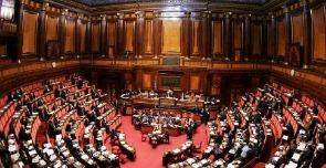Costi della politica c 39 anche la sedicesima nelle buste for Sede senato italiano