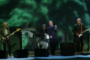 I R.E.M. sul palco durante un concerto