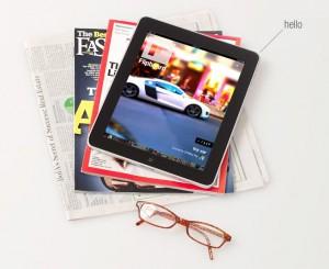 L'iPad su una pila di giornali