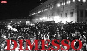 La folla al Quirinale per le dimissioni di Silvio Berlusconi