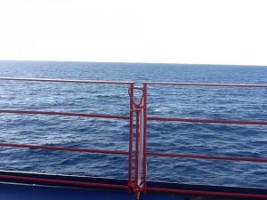 Il mare visto dal ponte di una nave