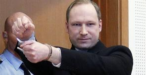 Anders Breivik nell'aula del tribunale