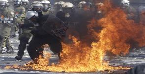 Scontri davanti al Parlamento greco 10/02/2012