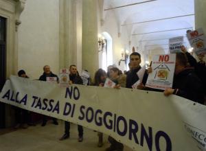 Bologna, confermata la tassa di soggiorno. Albergatori in rivolta ...