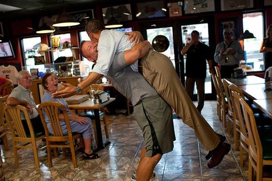 Abbraccio al presidente