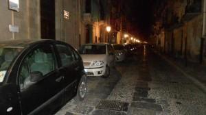 macchine parcheggiate a Cefalù