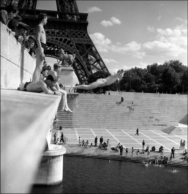 Pont d'Iéna - Parigi, 1945 (foto © atelier Robert Doisneau)
