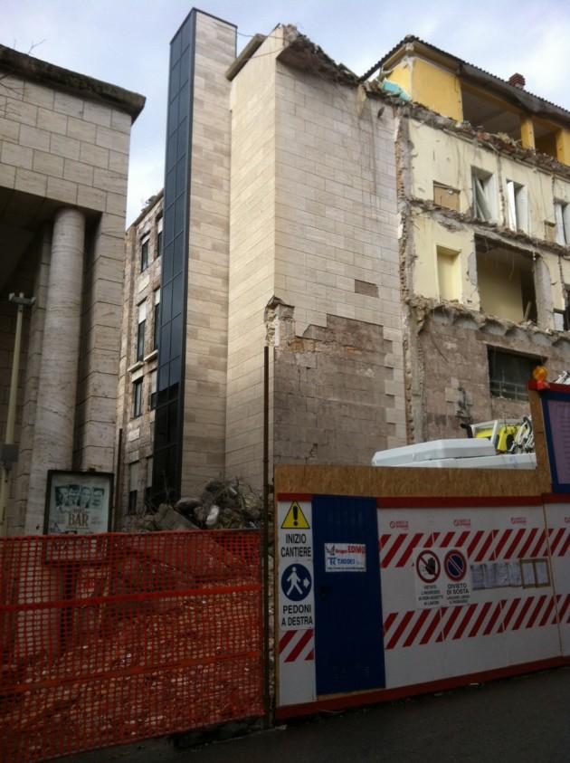 Demolizione palazzo Inail L'Aquila