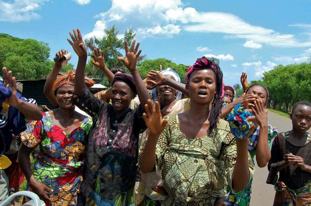 donne festeggiano