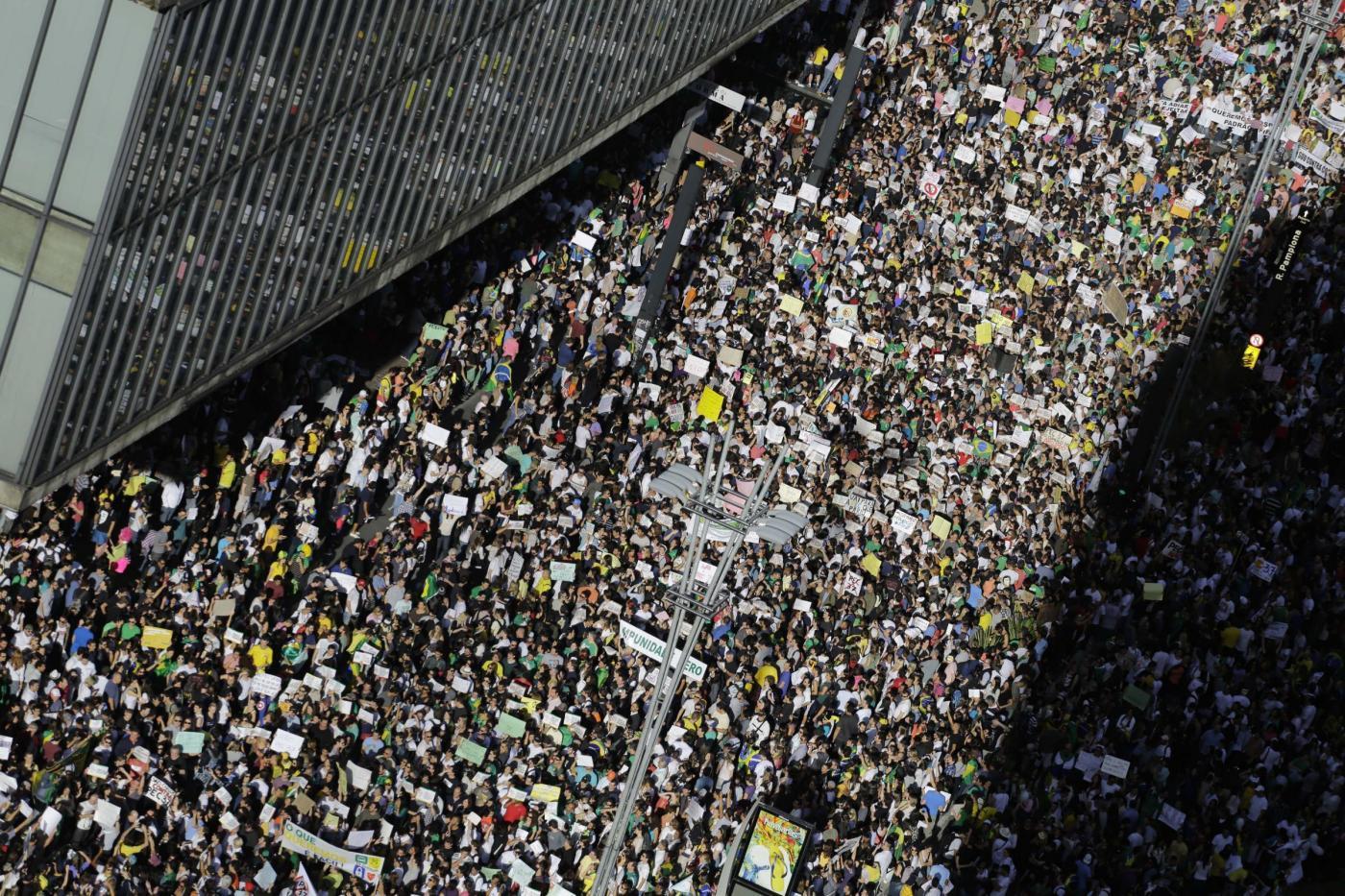 Brasile, Dilma Rousseff l'ex guerrigliera che non sa come parlare al suo popolo