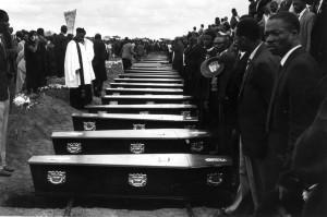 Peter Magubane, Funerali a Sharpeville