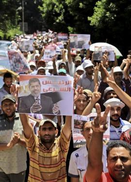 Egitto, in piazza decine di migliaia di sostenitori Morsi
