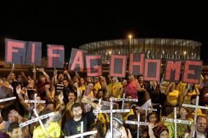 Brasile, proteste contro spese sostenute per ospitatre i Mondiali di calcio