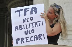 Sit-in insegnanti precari davanti il Ministero dell'Istruzione