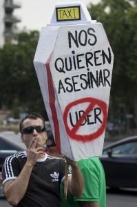 Protesta europea dei taxi: Madrid paralizzata dallo sciopero