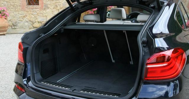BMW X4 bagagliaio