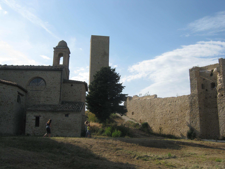 Anche se con criticità in evidente, progressiva, crescita. Il castello e il  Parco archeologico sono due spazi dei quali solo la faticosa tutela  assicurata ... 6e58c8a81c
